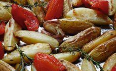 Recette de pommes de terre au four par Alain Ducasse Alain Ducasse, Sausage, Chicken, Meat, Food, Kitchens, Baked Potato, Side Dishes, Eten
