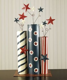 Quick and easy patriotic crafts and DIY projects for 4th of July, Memorial Day, or any other patriotic holiday or event.  |  Fun Holiday Crafts