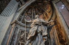 Bazilica Sf. Petru din Vatican  Bazilica Sf. Petru din Vatican, mai mult decât o catedrală - galerie foto.  Vezi mai multe poze pe www.ghiduri-turistice.info Sf, Vatican, Greek, Statue, Vatican City, Greece, Sculptures, Sculpture