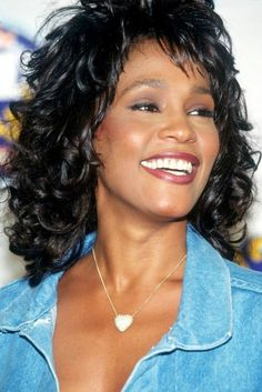 I Will Always Love You Whitney Houston Lyrics - Music Videos With Lyrics Beverly Hills, Whitney Houston Pictures, Vintage Black Glamour, Actrices Hollywood, Famous Singers, Female Singers, American Singers, Beautiful Black Women, Divas