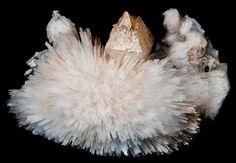 Powellite, CaMoO4, avec fleur de Scolecite et Apophyllite d'Inde (pièce de Gargoti Mineral India)
