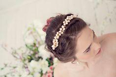 Pearl crown, Pearl wedding tiara, Pearl tiara, Pearl flower crown, bridal tiara, pearl wedding, Bridal headpiece(Etsy のMaijasWeddingBlissより) https://www.etsy.com/jp/listing/232968077/pearl-crown-pearl-wedding-tiara-pearl