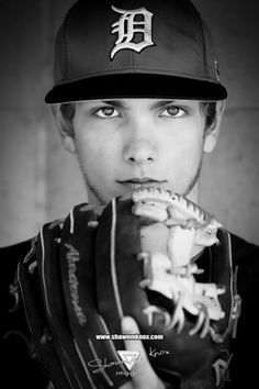Do you ask why baseball is so popular? Lots of people would like to know the basics of baseball but are unsure of where to look for Senior Photos, Senior Boy Poses, Male Senior Pictures, Senior Portraits, Male Portraits, Senior Session, Portrait Ideas, Baseball Senior Pictures, Baseball Photos