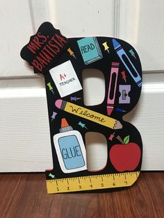 Teacher Door Hangers, Teacher Doors, Crafts To Make, Fun Crafts, Crafts For Kids, Teacher Appreciation Gifts, Teacher Gifts, Painted Letters, Hand Painted