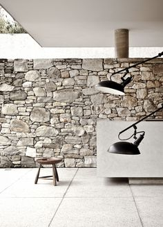 Rough stone wall vs. clean lines. Marcio Kogan. House 6.  (In situ walls open between ceiling)