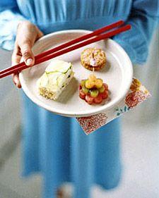 Cucumber rice tea sandwich idea with Asian theme from Martha Stewart kids. Cucumber rice tea sandwich idea with Asian theme from Martha Stewart kids. Rice Sandwich Recipe, Sandwich Recipes, Tea Party Snacks, Cucumber Tea Sandwiches, Martha Stewart Recipes, Eat Lunch, Lunch Box, Glass Baking Dish, Love Food