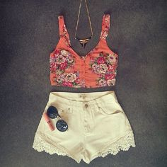 Floral top + high waisted white lace shorts //summer or spring feel, high waisted trend
