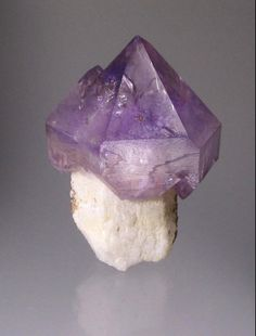 Quartz var.Amethyst Scepter - Diamond Hill, Ashaway, Hopkinton, Washington Co., Rhode Island, USA Size: 5.3 cm