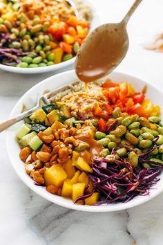 Salad with Peanut Dressing Quinoa Crunch Salad! Crunchy rainbow veggies, juicy fresh mango, fluffy quinoa, chili lime cashews, and some creamy peanut dressing. Healthy Salad Recipes, Vegetarian Recipes, Cooking Recipes, Cooking Fails, Cooking Corn, Kale Recipes, Avocado Recipes, Slow Cooking, Recipes Dinner