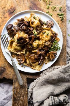 Herby Buttered Balsamic Mushroom Ravioli or Pasta Vegetarian Recipes, Cooking Recipes, Healthy Recipes, Vegetarian Pasta Dishes, Burger Recipes, Potato Recipes, Easy Recipes, Balsamic Mushrooms, Wild Mushrooms