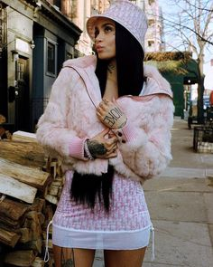 Kehlani Highlights White Hot Vintage Luxury Logo Trend For Latest Editorial Bad Girl Aesthetic, Aesthetic Fashion, Aesthetic Clothes, Look Fashion, Fitness Aesthetic, Hip Hop Fashion, Fashion Spring, Hipster Outfits, Mode Outfits