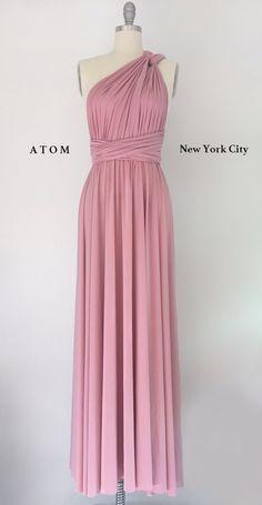 Un vestido clásico que se puede usar en infinitas maneras para diferentes ocasiones. Puede crear su propio estilo con este elegante vestido. Es adecuado para cualquier evento.  TAMAÑO Una talla más debido a la venda elástico de la cintura Cintura: 25-38 pulgadas Longitud de la falda de cintura a dobladillar: ~ 44 pulgadas  Se recomienda emparejar Bandeau/tubo superior: 10 de largo Tramos de 30 a 44 https://www.etsy.com/listing/210493633/matching-bandeau  Slip bla...