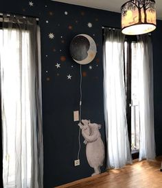 We ❤️this fine funky contrast with a black wall, white stars, fluffy polar bears and the Sweet Dreams lamp. Topping it off with a Full Moon hanging pendant lamp! Picture by Daniela Treffer Makeup Artist. Star Nursery, Nursery Wall Decor, Baby Decor, Casa Retro, Kids Lamps, Nursery Lighting, Apartment Makeover, Dream Wall, Baby Boy Rooms