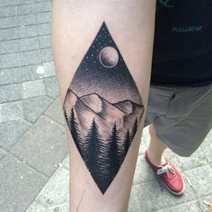 Get to witness the most amazing moon tattoos deisgns 2019 here. We have the most splendid art styles that will tell you all the moon tattoo meaning as well as the Crescent tattoo wrist, back,arm,forearm, neck and even your leg. Mini Tattoos, Cute Tattoos, Body Art Tattoos, Sleeve Tattoos, Tatoos, Piercing Tattoo, Piercings, Unique Tattoos, Beautiful Tattoos