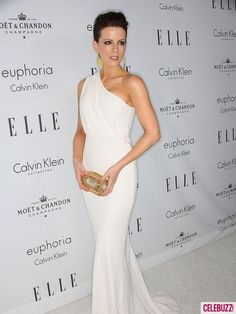 #gown #white #drape Kate Beckinsale walking the carpet in her flowing white gown.