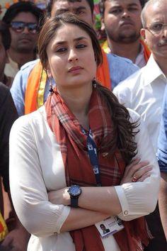 kareena kapoor khan, bollywood actresses, latest Bollywood news latest news Bollywood Outfits, Bollywood Actress Hot Photos, Indian Bollywood Actress, Beautiful Bollywood Actress, Most Beautiful Indian Actress, Bollywood Saree, Bollywood Fashion, Indian Actresses, Bollywood News