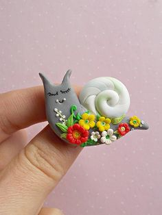 Snail pin created from polymer clay without using molds. A nice jewelry for spring season. The size of the pin is 4 cm. ❀ Because i make everything by hand, the item you receive may differ slightly than shown on the pictures. ❀ I ship the orders in cute boxes handcrafted by myself. ❀ If you