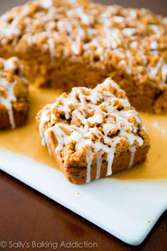 Iced Pumpkin Coffee Cake - super moist and easy to make. Recipe by sallysbakingaddiction.com