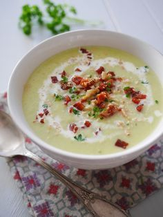 Cream of leek and chorizo ​​soup (Manue& popotte) - - Soup Recipes, Cooking Recipes, Healthy Recipes, Cream Of Leek Soup, Winter Food, No Cook Meals, Food Inspiration, Love Food, Food Porn