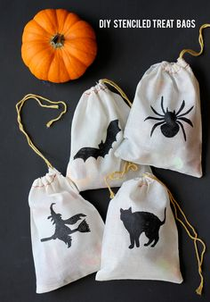 How adorable are these little treat bags? Think we could make them? Yes!