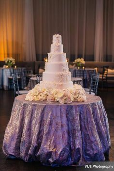 Featured Wedding Cake: Lush Cakery; Featured Photographer: VUE Photography