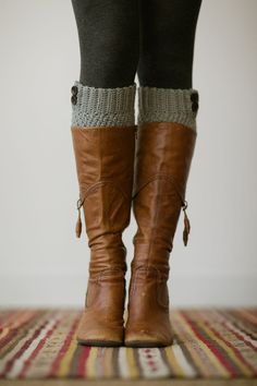 Knitted Boot Cuffs, Faux Leg Warmers, or Boot Toppers with Chunky Knit and Wooden Working Buttons for Women and Teens in Light Gray.need leg warmers Knitted Boot Cuffs, Knit Boots, Fall Winter Outfits, Autumn Winter Fashion, Fall Fashion, Autumn Style, Fashion Boots, Summer Outfits, Boot Over The Knee