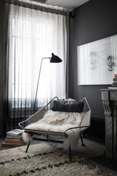 J'adore noir | Apartment in Saint Georges, Lyon | Design by French interior design firm Maison Hand | Photo by Romain Ricard for Elle Decoration | via styleandcreate.com