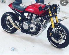 Suzuki Cafe Racer, Yamaha Cafe Racer, Yamaha Bikes, Cafe Bike, Honda Motorcycles, Custom Cafe Racer, Cafe Racer Build, Retro Motorcycle, Cafe Racer Motorcycle