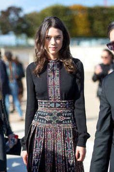 Valentino dress fall dresses The Paris Way: Fashion Week Street Style Look Fashion, Autumn Fashion, Womens Fashion, Fashion Design, Fashion Trends, Ethnic Fashion, Batik Fashion, Abaya Fashion, Bohemian Fashion
