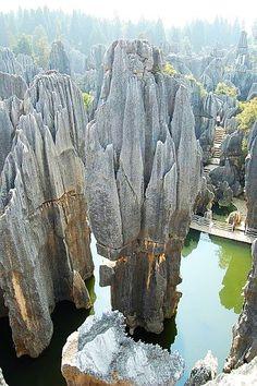 Chine : Aux portes de Kunming la forêt de pierres