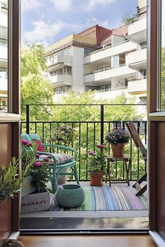 Ideas for apartment patio garden ideas tiny balcony chairs Small Balcony Design, Small Balcony Decor, Tiny Balcony, Small Patio, Small Balconies, Scandinavian Apartment, Scandinavian Interior Design, Ideas Terraza, Balcony Chairs