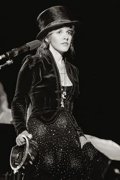 Stevie Nicks in Fleetwood Mac: Velvet and gemstones Lindsey Buckingham, Buckingham Nicks, Divas, Derby, Stephanie Lynn, Stevie Nicks Fleetwood Mac, Stevie Nicks Witch, Stevie Nicks Costume, The Hollywood Bowl
