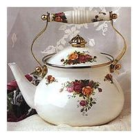 Old Country Roses Collection by Royal Albert - Doulton Royal Albert, Cute Cups, Tea Cozy, Rose Tea, Teapots And Cups, My Cup Of Tea, China Patterns, Tea Ceremony, Royal Doulton