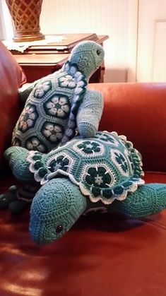 """The person who requested these Teal Turtle Twins also wanted the """"babies"""" to go with them. I have gotten so many wonderful comments about the babies that I have created a separate proje.Atuin The African Flower Turtle By Heidi Bears - Purchased C Crochet Amigurumi Free Patterns, Crochet Animal Patterns, Stuffed Animal Patterns, Crochet Dolls, Knitting Patterns, Crochet Turtle Pattern, Knitting Toys, Pattern Flower, Easy Knitting"""