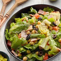Super Italian Chopped Salad Italian Chopped Salad, Chopped Salad Recipes, Salads To Go, Dinner Salads, Big Salads, Summer Salads, Charcuterie, Olive Garden Recipes, Romaine Salad