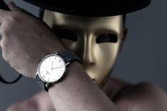 Typischerweise fliest ein Großteil des Kaufpreises einer Uhr an Zwischenhändlern (oft mehr als 50%). Oft werden weniger als 15% des Kaufpreises (d.h. bei einer 200 Euro Uhr weniger als 30 Euro!!) direkt in das Produkt investiert. JEDERMANN ist anders! Bei uns zahlst du für das Produkt und nicht für den Zwischenhändler. Tap Shoes, Dance Shoes, Bowler Hat, Watch Brands, Daniel Wellington, Fashion Beauty, Watches, Accessories, Style