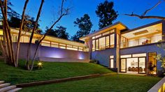 Está situada en un entorno natural y ocupa más de mil metros cuadrados - Teles Properties