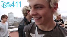 R5′s World Tour Video: Barcelona and OMG!!!!!! He's so cute :) :) (I just melted a little)