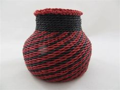Black and Red woven in the waxed linen basket 3 high This is a beautiful basket that is wonderful to look at but you can use it for rings or small items Red Weave, Linen Baskets, Pine Needle Baskets, Beaded Wrap Bracelets, Contemporary Home Decor, Urn, Basket Weaving, Fiber Art, Handmade Items