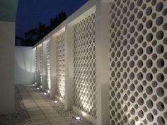 Ideas For Screen Design Architecture Concrete Blocks Decorative Concrete Blocks, Concrete Block Walls, Cinder Block Walls, Concrete Wall, Concrete Bricks, Screen Design, Fence Design, Style At Home, Breeze Block Wall