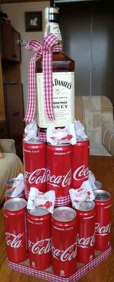 Catio, Coca Cola, Soda, Beverages, How To Make, Gifts, Beverage, Presents, Sodas