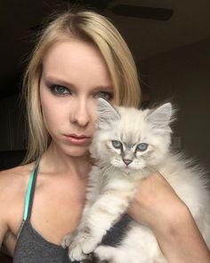 Mama and me lookin fierce  #catstagram #catsygram #catstocker #ilovemycat #kitty #excellent_kittens #selfie #fierce #blueeyedcat #blueeyes #beautiful #babyanimals #magnificent_meowdels #meowaholics #meow_beauties #bestmeow #bemymodelpet #model #meowdel #meow #fluffycatcrew #cutecatcrew #cutekitten #cutekittensdaily #siberiancatsofinstagram #nevamasquerade #siberiancat #purrfectpets by foxikitty