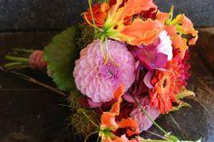 Bruidsboeket met zomer bloemen