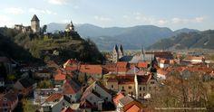Burg Friesach - Fotospots | Spezialitäten | Brauchtum Dom, Mountains, House Styles, Instagram, Nature, Photos, Trench, Photo Mural, Ruins