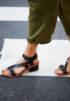 the best attitude 1cc7e 56044 Strappy sandals Open Toe Sandals, Strappy Sandals, Shoes Heels Boots, New  Shoes,