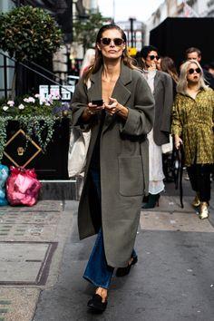 Street style à la Fashion Week printemps-été 2019 de Londres © Sandra Sembu… – Модные тенденции 2020 года Street Style Fashion Week, La Fashion Week, Look Street Style, Street Style Trends, Cool Street Fashion, New York Fashion, Street Style Women, Look Fashion, Fashion Trends