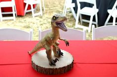 jurassic party birthday party ideas, dinosaurs party centerpiece