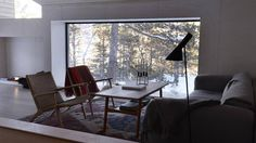 Slik tok han naturen inn i hytta - Aftenbladet. Young Designers, Dining Table, Cabin, Windows, Wood, Inspiration, Furniture, Home Decor, Frame