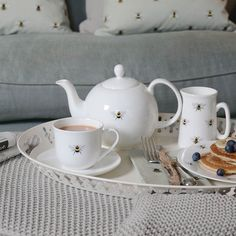 Fancy a cuppa - check out our gorgeous @sophie_allport 'Bumble Bee' range - and why does tea always tastes better when poured from a teapot ?