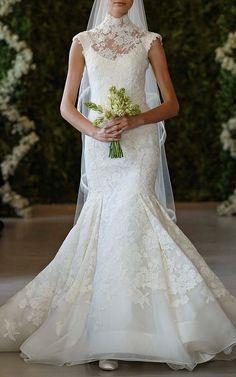 Oscar de la Renta Floral Bouquet Corded Chantilly Lace Gown